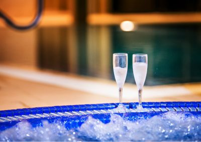 Jacuzzi & Champagne 1